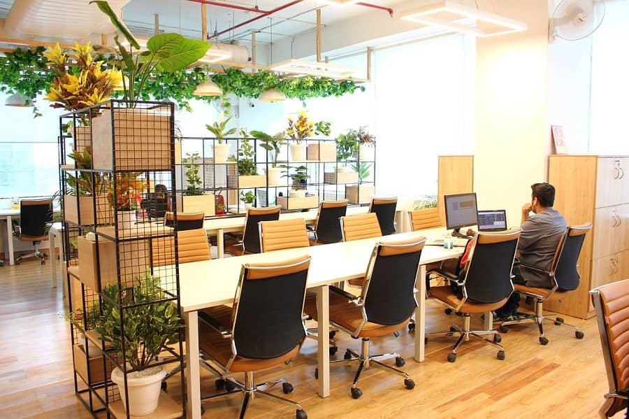 ejemplo de oficina con hot desking